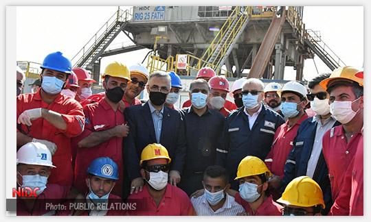 وزیر نفت از دستگاه حفاری ۲۵ فتح شرکت ملی حفاری ایران در میدان نفتی اهواز بازدید کرد